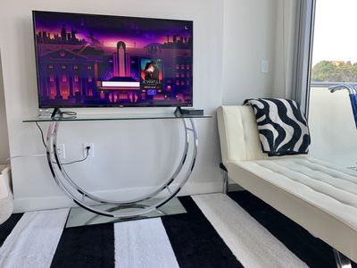 Photo for Luxury Serviced 1 bedroom Apt with Pool & Manhattan Skyline and Private Terrace