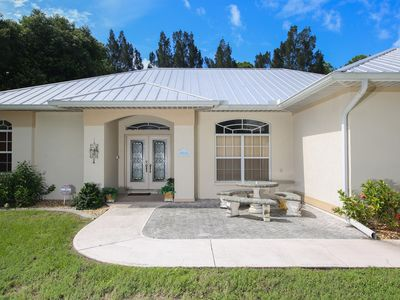 Combine luxury with privacy, west facing pool, walk to beach, Wi-fi