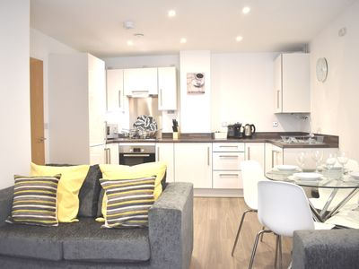 Photo for Spacious and modern 2 bedroom apartment in central location - with secure parking