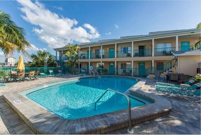 673 Bay Esplanade, Clearwater Shared pool