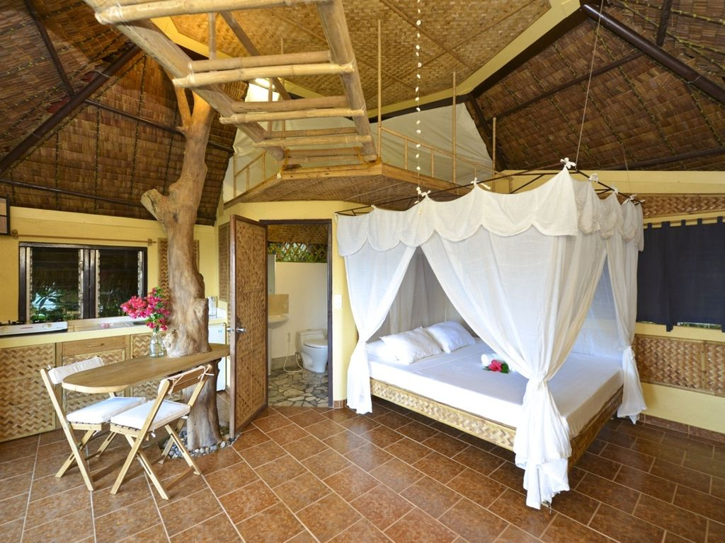 Amazing native bungalow tree house caticlan panay for Native bungalow house