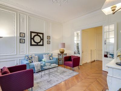 Photo for Spacious 2 bedroom situated in a beautiful Haussmann building