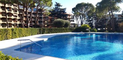 Photo for Two rooms renovated with taste in residence reassured with swimming pool!