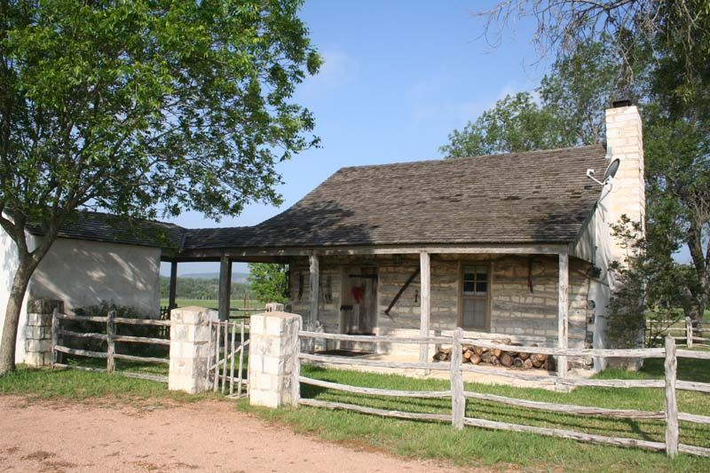 The log cabin charming country cabin fredericksburg for Texas hill country cabin rentals