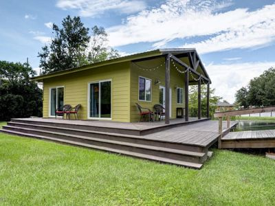 Cottage on a pond, walking distance to everything Cajun!