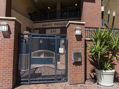Downtown Condo Close to Ballpark, Shopping, award-winning Restaurants and Nightlife!