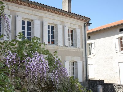 Photo for Walking distance to Aubeterre with its array of restaurants, shops, river beach