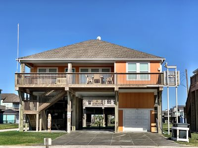 Lt. Dan - Gulf Views! Close to the beach, 3 bedrooms, Sleeps 10.