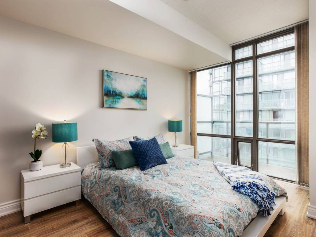 Bright Sub Penthouse On Bay St Downtown Toronto Two Bedroom Apartment Sleeps 5 Bright Sub
