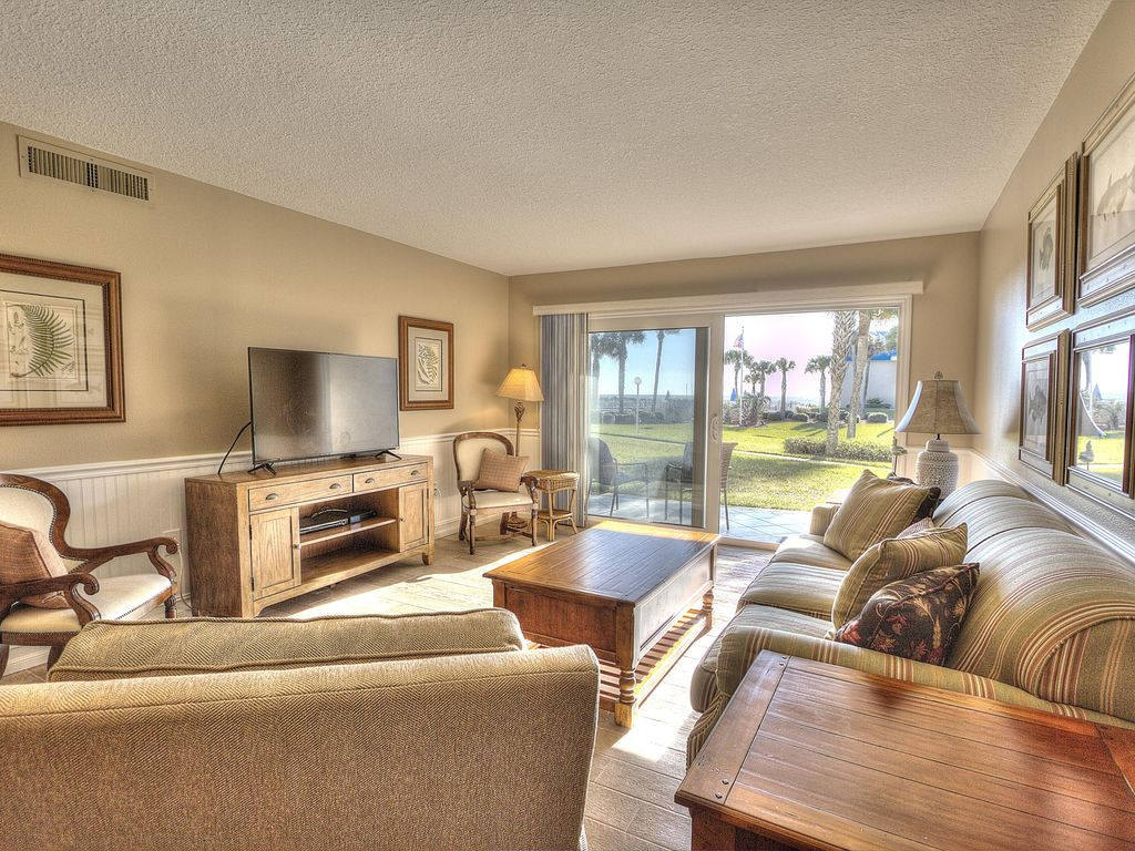 Highly desired ground floor unit right on crescent beach