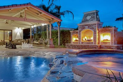 Triple fireplace, spa and pool beach entry