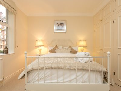 Photo for Stunning luxury 2 bedroom apartment in Kensington