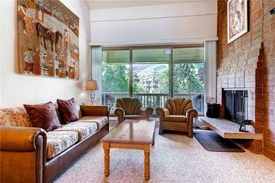 Comfortable living room wood burning fireplace great views - ParkCityLodging_SilverTown418_Masterliving_2