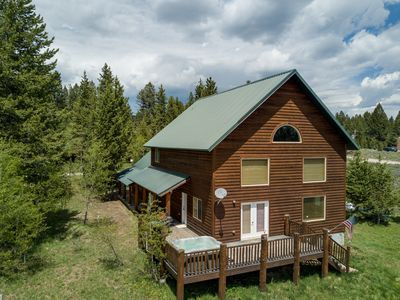 Photo for Retreat~Relax~Escape! Luxury - Hot tub - Free WiFi - 5 Stars!