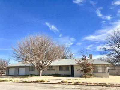 Photo for Stover House: Sprawling Mid-Century Marfa Getaway, serene yard, great location
