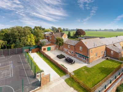 Photo for 5 bedroom accommodation in Alkington, near Whitchurch