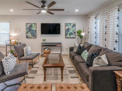 Photo for ★ 5 STAR HOME DOWNTOWN   3 MIN TO RAINEY 6TH ST   LIVE LIKE A LOCAL   UT ★