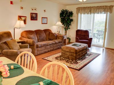 Top Floor, CLEAN 2 BR, Virtual Checkin/Checkout, Indoor Pool OPEN