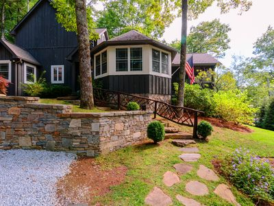 4 Min. to Town, 2 Fireplaces, 2 King Suites, Screened Porch, Wooded Yard