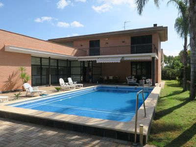 Photo for Large luxurious and modern villa of 350 m2 between sea and mountain in Valencia