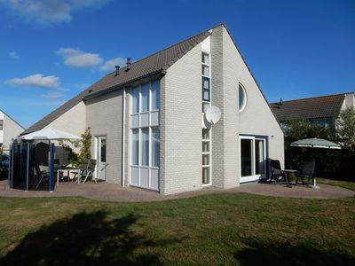 Photo for Comfortable home by golf course and tulip fields near the beach in North Holland