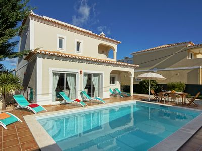 Photo for Comfortable villa with swimming pool, just 2 km from the beach and Carvoeiro