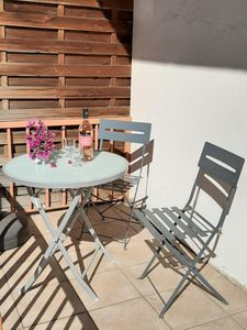 Photo for Large studio 40m2, 6 min walk from the center, free WIFI, parking