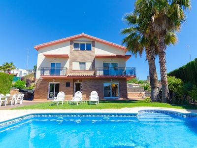 Photo for Club Villamar - Located in a privileged area at only 300 meters from the beach, this charming villa with private pool and barbecue is he perfect election for an unforgettable holiday in Spain