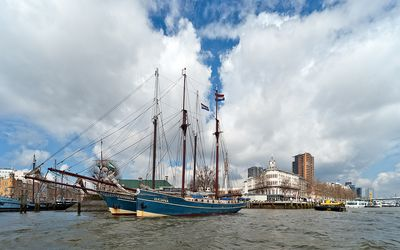 Photo for Boat in the heart of Rotterdam