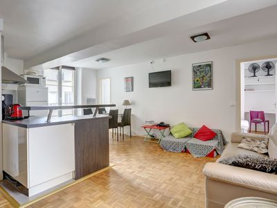 Photo for 2 bedrooms apartment in Saint-Germain/Odéon. 6 people max