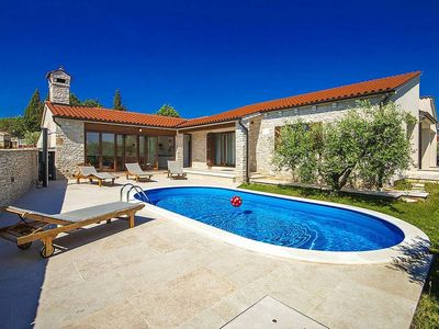 Photo for Holiday house Pavicini for 6 persons with 3 bedrooms - Villa