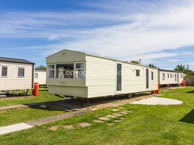 Photo for 8 berth static caravan for hire at Seawick holiday park in Essex. ref 27609