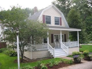 Photo for Centre Village House with Pool, walk to the beach, Perkins Cove and Marginal Way