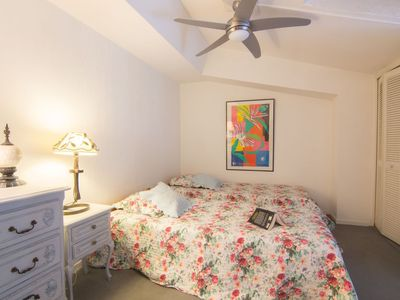 Photo for Apartment in the center of Saint-Tropez with Lift, Internet, Washing machine, Air conditioning (504328)