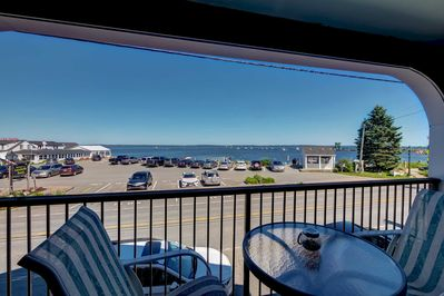 This prime vacation rental studio is a short walk away from the Atlantic Ocean.