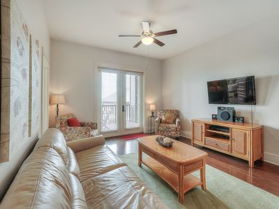 Photo for Cozy Vacation Rental in Santa Rosa Beach, Pool and Hot tub access, Full-Kiitchen