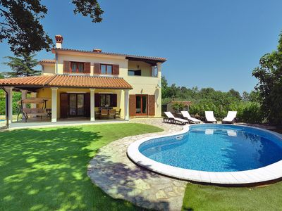 Photo for This 3-bedroom villa for up to 8 guests is located in Medulin and has a private swimming pool, air-c