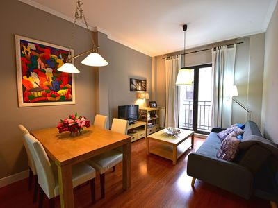 Photo for LARGE APARTMENT. VERY CENTRAL. AIR CONDITIONING FREE WIFI. GARAGE OPTIONS