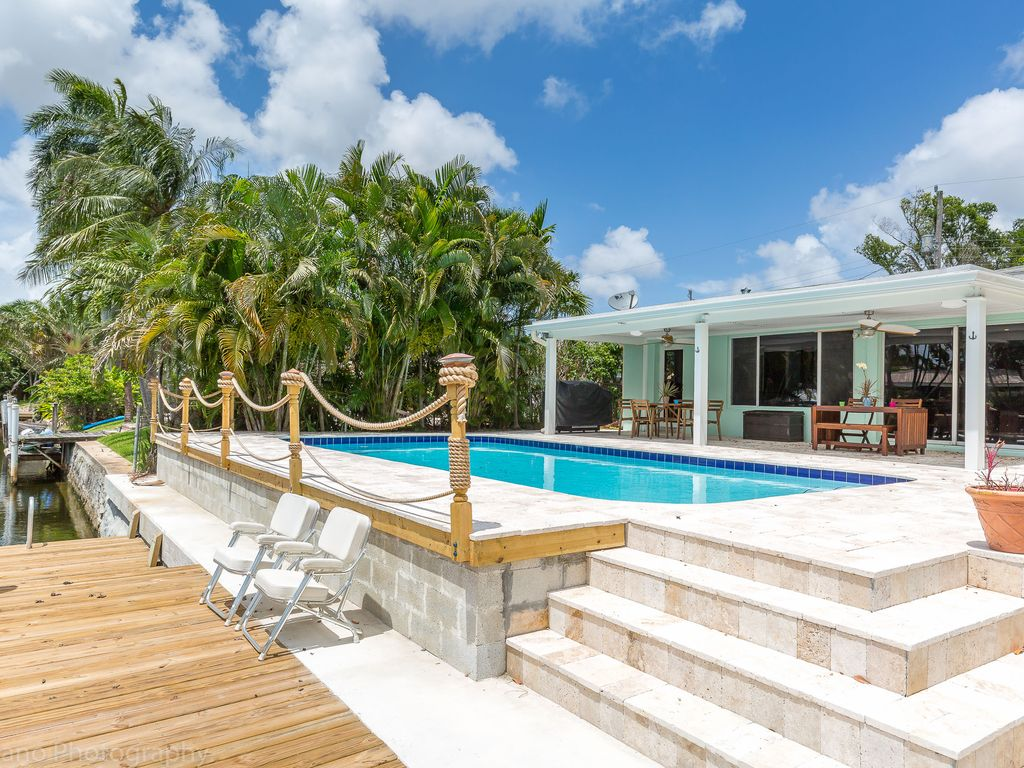 Hotels vacation rentals near secret woods nature center for 2445 sw 18th terrace
