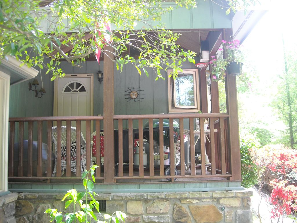 Storybook chalet walk to arts crafts community parking for Arts and crafts gatlinburg tn