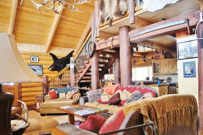 DA-JA View is 3 levels of rustic luxury...