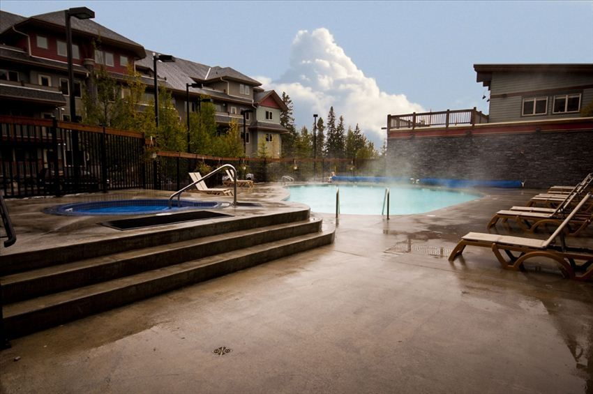20 Min From Banff National Park Heated Pool 2 Hot Tubs