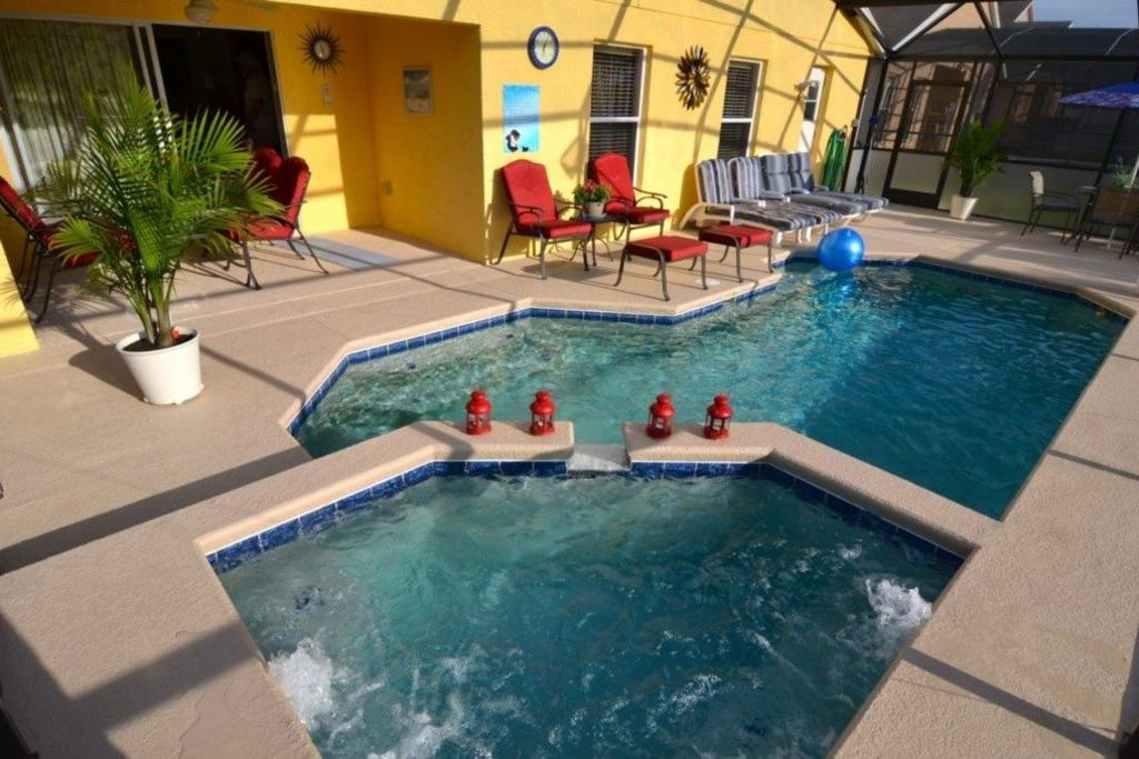 Property Image 2 Picture Relaxing In Your South Facing Private Pool Orlando 821srd