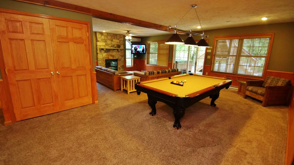 Sycamore 3700 square foot lodge private street pool for 12 seater poker table