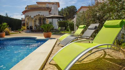 Photo for Beautiful detached villa with pool and private garden! MIAMI PLATJA