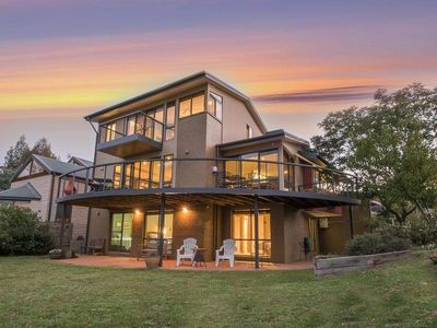 Photo for The Jindabyne Lakehouse - book 7 days only pay for 6