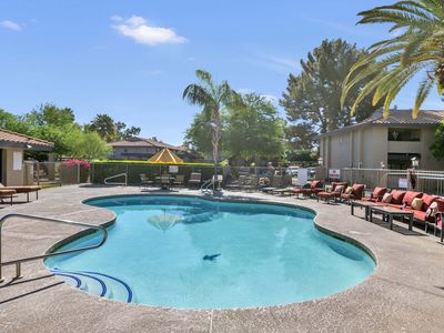 Beautiful Home in Tempe, Spacious, Great Location, WIFI, Pool, Gym