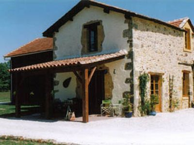 Photo for Magnificent cottage 5 people, Black Perigord, heated pool, tennis, golf, ...