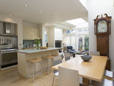 Photo for Stunning 3 bed home located in residential Fulham (Veeve)