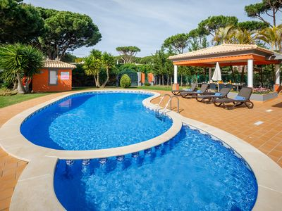 5 bedroom Villa Tenazinha III, Swimming Pool, Private Garden, BBQ and Pool Table